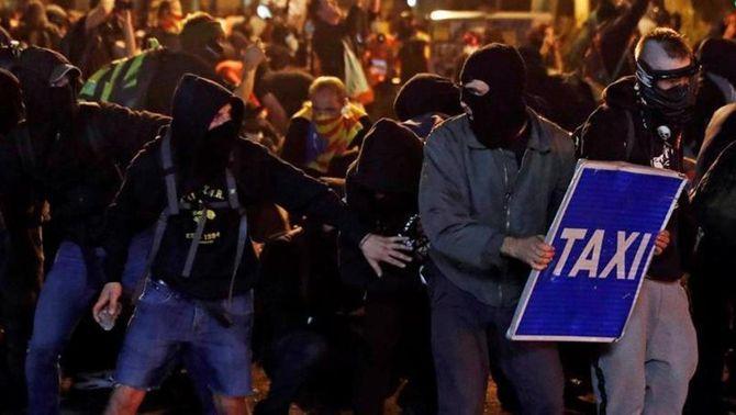 Tres manifestants amb lesions oculars entre els 182 atesos pel SEM