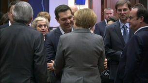 Alexis Tsipras saluda Angela Merkel en una imatge d'arxiu.