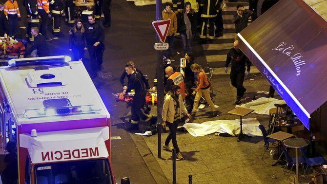 """Hollande: """"Els atemptats són un acte de guerra d'Estat Islàmic contra França"""""""