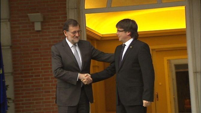 Puigdemont presenta a Rajoy un document amb 46 demandes i un altre amb un llistat d'incompliments de l'Estat