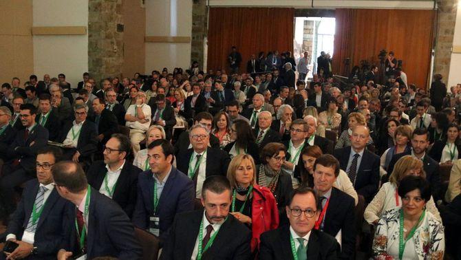 Pla general de la Sala Sant Domènec de la Seu d'Urgell, durant l'acte d'inauguració de la 29 a Trobada Empresarial al Pirineu. Imatge del 15 de juny del 2018. (Horitzontal)