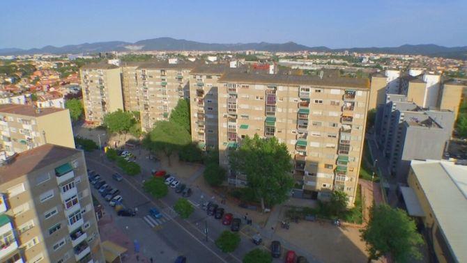 Mesuren per primer cop l'amiant dins dels pisos de Badia del Vallès