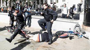 Manifestants d'extrema dreta ataquen la policia a Londres en defensa de Churchill