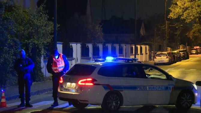 La policia francesa demana a la població que no s'acosti al lloc on ha estat ferit l'agressor