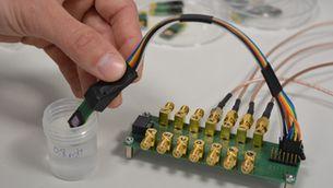Un dispositiu portàtil permet detectar la insuficiència cardíaca amb una mostra de saliva
