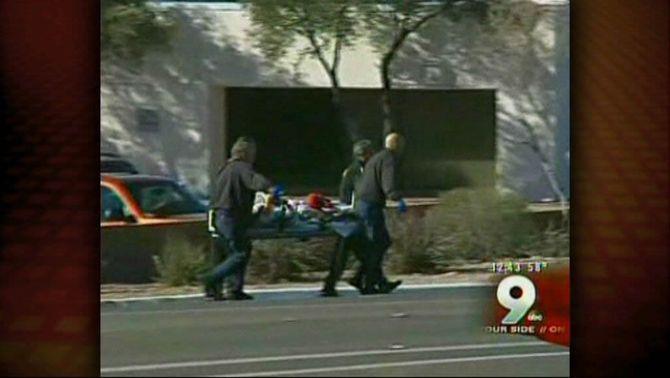 Ferida greu una congressista nord-americana en un tiroteig amb sis morts a Tucson