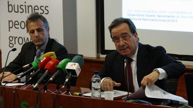 El professor d'EADA Jordi Costa i el president d'ICSA, Ernest Poveda, han presentat l'informe. (Foto: ACN)