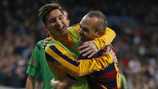 Iniesta i Messi es converteixen en els jugadors amb més títols de la història del Barça