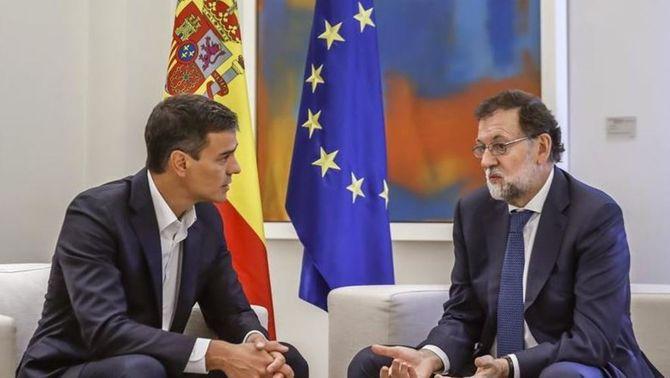 Reunió entre Mariano Rajoy i Pedro Sánchez, aquest migdia, a la Moncloa (EFE)