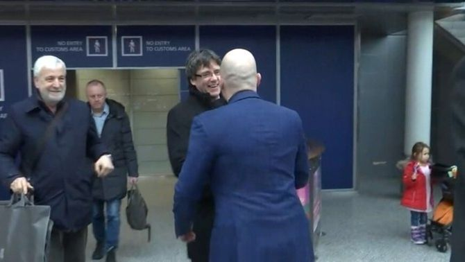 Investiguen els acompanyants de Puigdemont quan va ser detingut a Alemanya