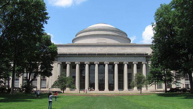 Harvard i el MIT denuncien la retirada de visats als estrangers que estudiïn online