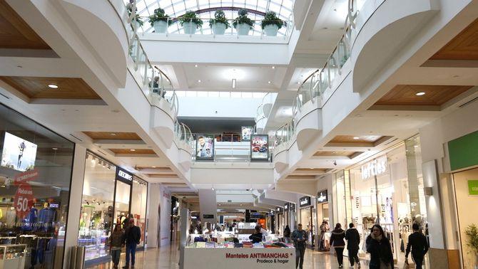 Els centres comercials reobren dilluns i el confinament serà comarcal des de divendres