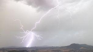 Calamarsades i un possible tornado, el més destacat d'un diumenge de tempestes localment fortes