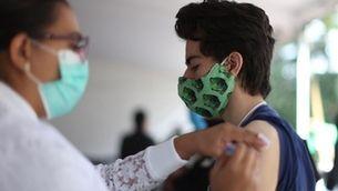 La vacunació a joves d'entre 12 i 15 anys s'obre a partir de demà