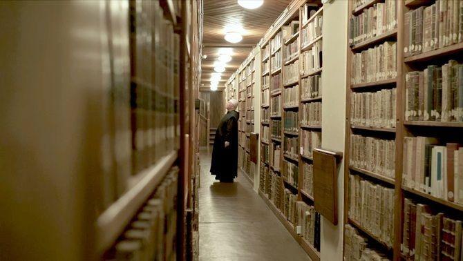 """Biblioteca de Montserrat al documental """"Montserrat. Retorn a l'essència"""""""