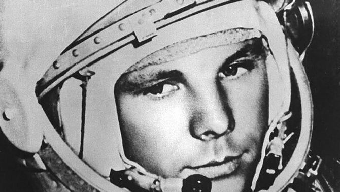Iuri Gagarin, amb el casc de cosmonauta