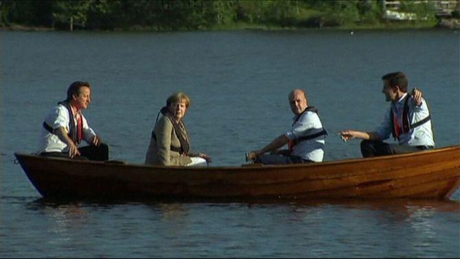 Els tres ministres contraris a Juncker i la cancellera Merkel fent un passeig en barca durant la minicimera a Suècia.