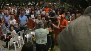 Un jove d'Arran interromp un míting de Ciutadans