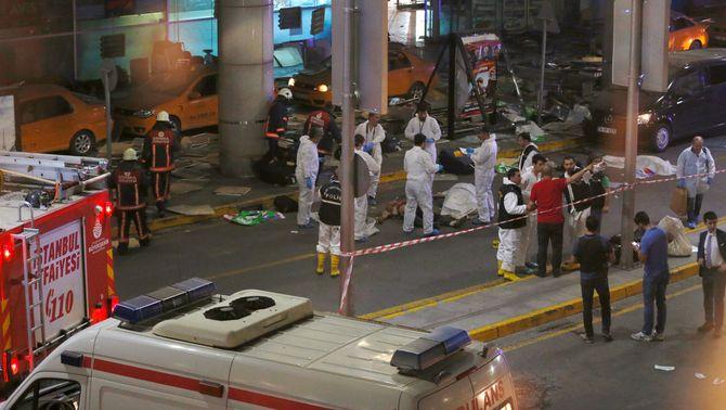 Almenys 41 morts i 200 ferits en un atac suïcida a l'aeroport d'Istanbul