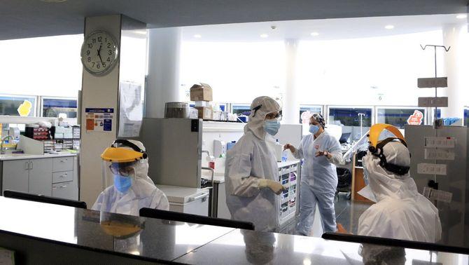 Els hospitals apliquen mesures abans del previst per l'augment de casos de Covid