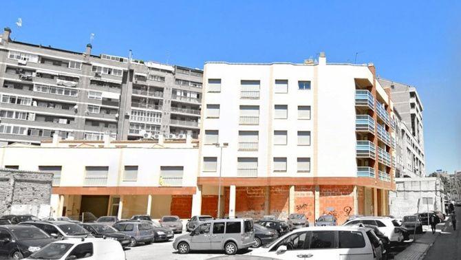 Imatge de l'edifici del carrer del Bruc de Lleida que acollirà el projecte d'habitatge cooperatiu promogut per la Dinamo Fundació i Ponent…
