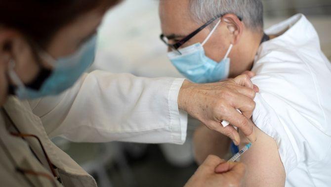 Quatre hospitals, els primers de posar la vacuna de Moderna a Catalunya