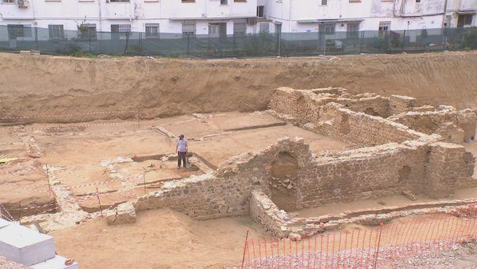 Debat a Calella sobre un jaciment romà al descobert per les obres d'un supermercat
