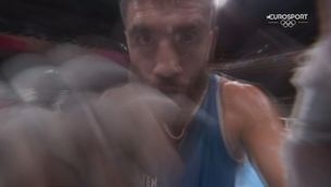Un boxejador embogeix després de quedar desqualificat