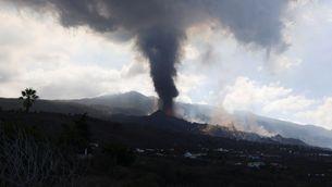 EN DIRECTE | S'obre un nou focus al volcà de La Palma i es trenca una part del con