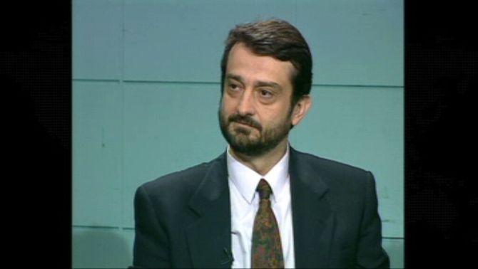 Lluís Oliva durant una entrevista al telenotícies, l'any 1993, quan era director de Catalunya Ràdio, coincidint amb el desè aniversari de l…