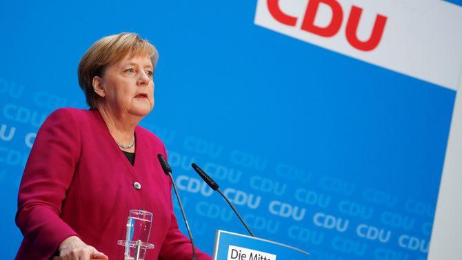 Imatge de la cancellera alemanya, Angela Merkel, durant la roda de premsa en què ha anunciat que no tornarà a optar ni a la presidència de la CDU ni…
