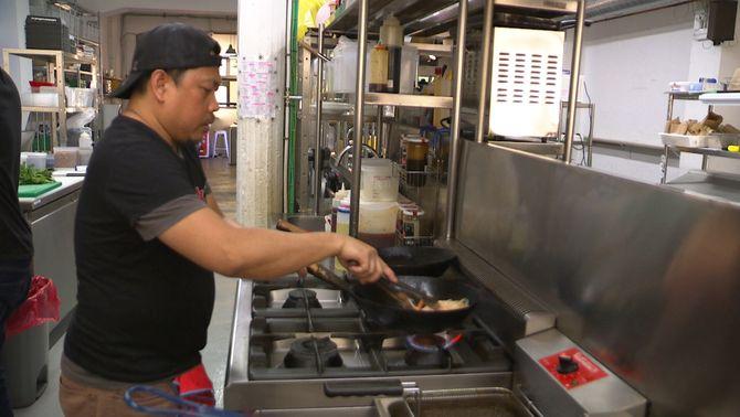 Barcelona no permetrà noves cuines fantasma durant un any per regular-ne l'activitat