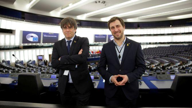 L'Eurocambra accepta debatre la retirada de la immunitat de Puigdemont i Comín