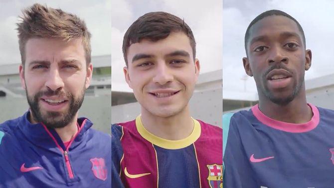 Els jugadors del Barça feliciten l'equip femení pel títol de Lliga