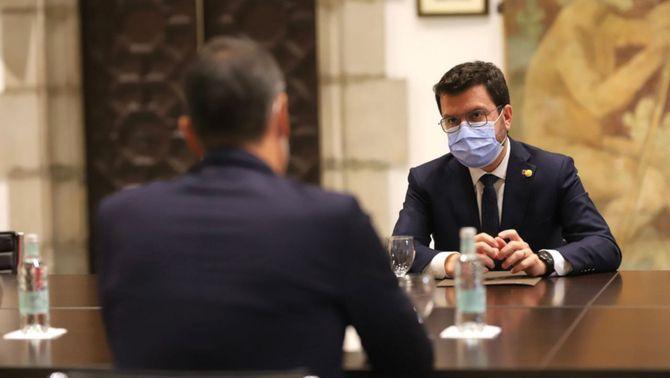 El president de la Generalitat, Pere Aragonès, reunit amb el cap de la Moncloa, Pedro Sánchez, durant la reunió de la taula de diàleg a Palau el 15 …