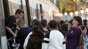 Un tren de rodalia de Madrid, a punt de sortir de Majadahonda (Foto: EFE)