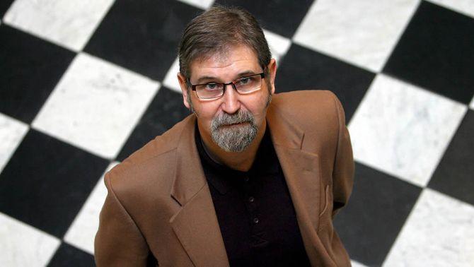 """L'escriptor Ramon Solsona guanya el Premi Sant Jordi per la novel·la """"L'home de la maleta"""""""