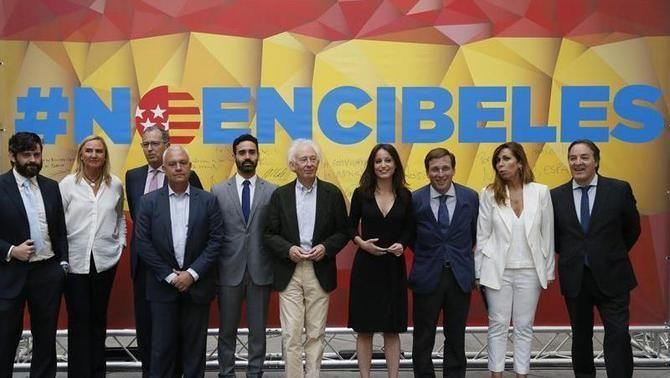 """El PP acusa Carmena de posar la """"catifa vermella"""" a Puigdemont i els independentistes"""