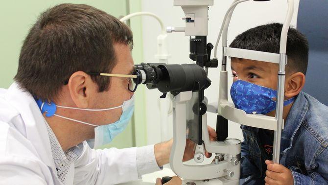 Injectar un virus per vèncer el càncer: un nen salva la vista amb un tractament pioner