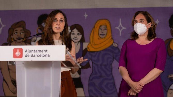Ione Belarra, en un acte aquest dijous a Barcelona amb l'alcaldessa, Ada Colau