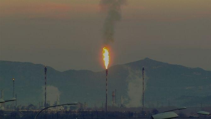 Flama d'etilè de la petroquímica de Tarragona