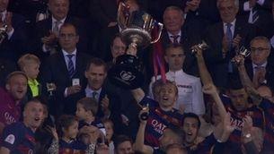Andrés Iniesta aixeca la Copa del Rei