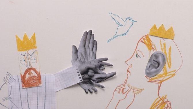 Un rei enfadat, un ocell i una reina amb cara pensativa