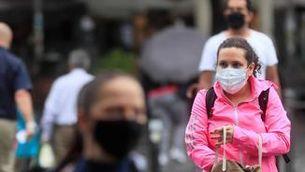 Els positius per Covid pugen entre les persones de 15 a 30 anys, que encara no estan vacunades (EFE/Fernando Alvarado)