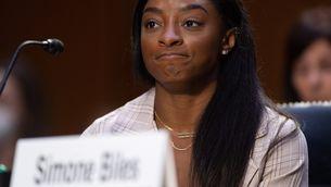 Simone Biles culpa l'FBI de permetre que continuessin els abusos sexuals