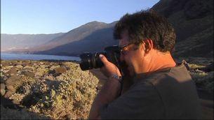 Un científic del CSIC fotografia el paisatge de l'illa de Hierro.