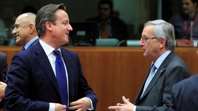 Cameron i Juncker, durant una reunió de líders europeus l'any 2012. (Foto: Reuters)