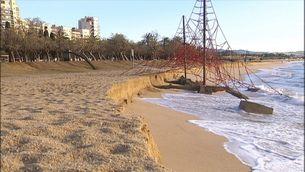 Estat en que es trobaven aquest matí de les platges del Varador i el Callao de Mataró