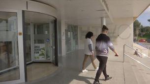 Els centres sanitaris es preparen per a fer front a l'augment de pacients pel coronavirus