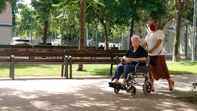 Ja es pot demanar l'ajuda de 2.685 euros per contractar una cuidadora de la llar